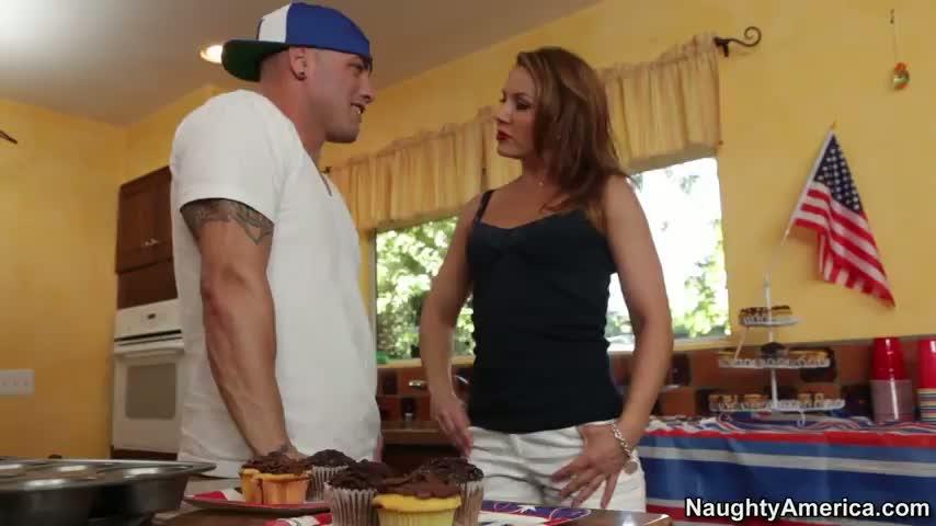 Hot mom need cock